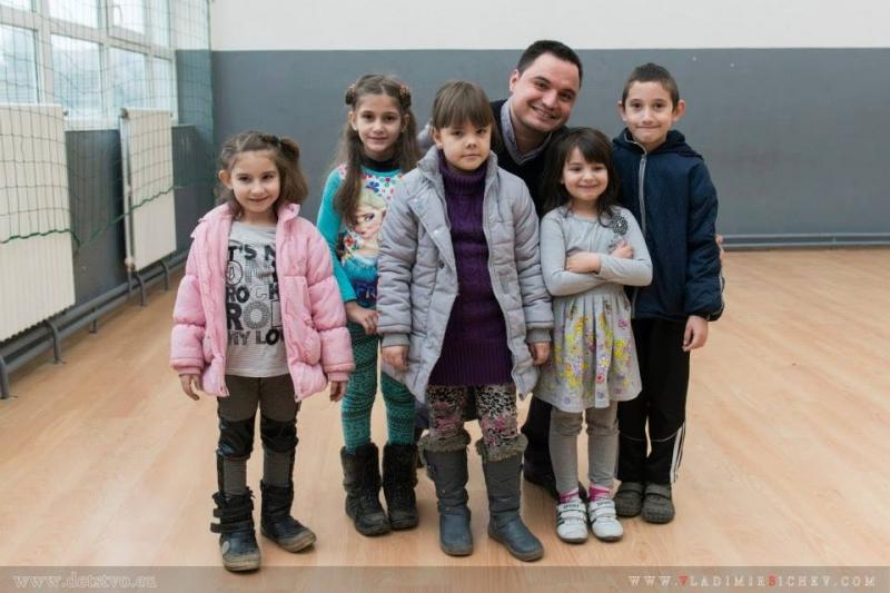 Месечна стипендия за втория учебен срок ще получат три деца