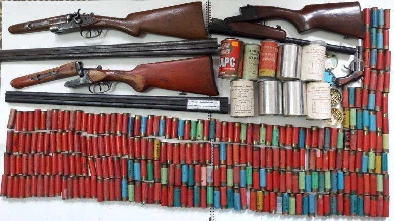Полицаи откриха цял арсенал боеприпаси, след тараш на къща в
