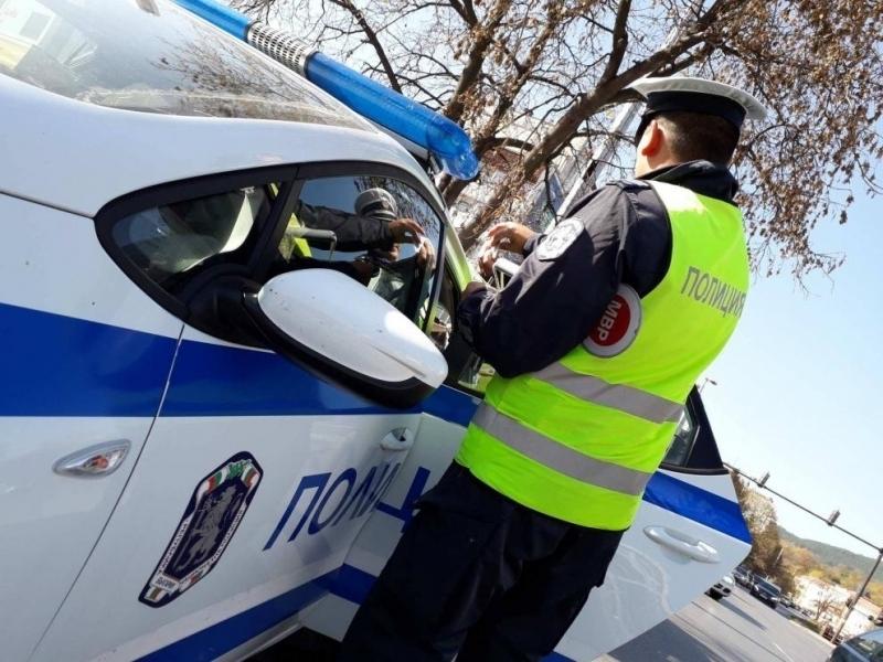 """Полицаи са хванали неправоспособен водач зад волана на """"Фолксваген"""" в"""