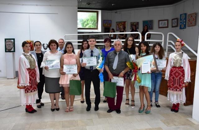 Заместник-кметът Петя Долапчиева връчи наградите на победителите в ХХII Национален