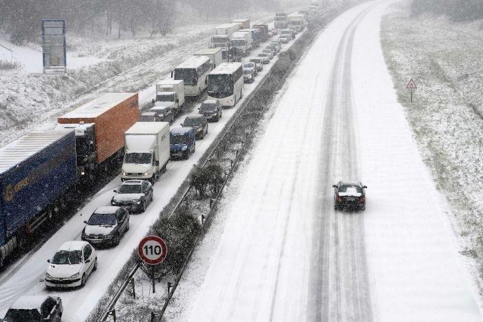 Истинска зима обхвана Югоизточна Франция, с обилни снеговалежи и поледици.