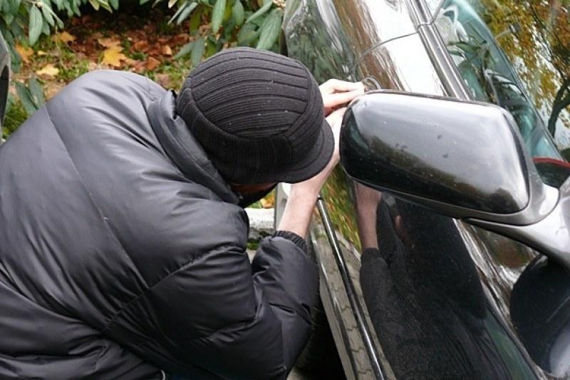 Заловен е бандитът, който разби и обра кола във Враца,