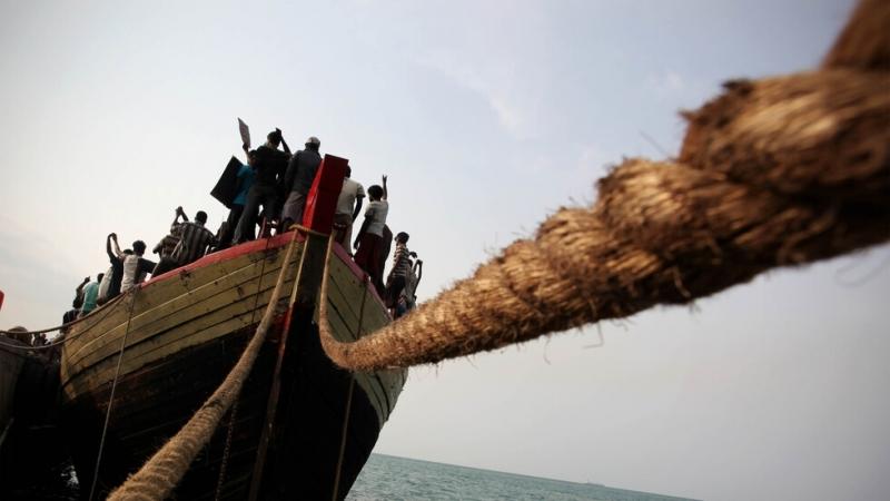700 мигранти ще бъдат преместени от гръцкия остров Самос в