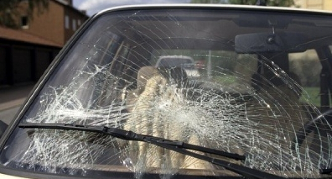 Потрошиха колата на млад берковчанин