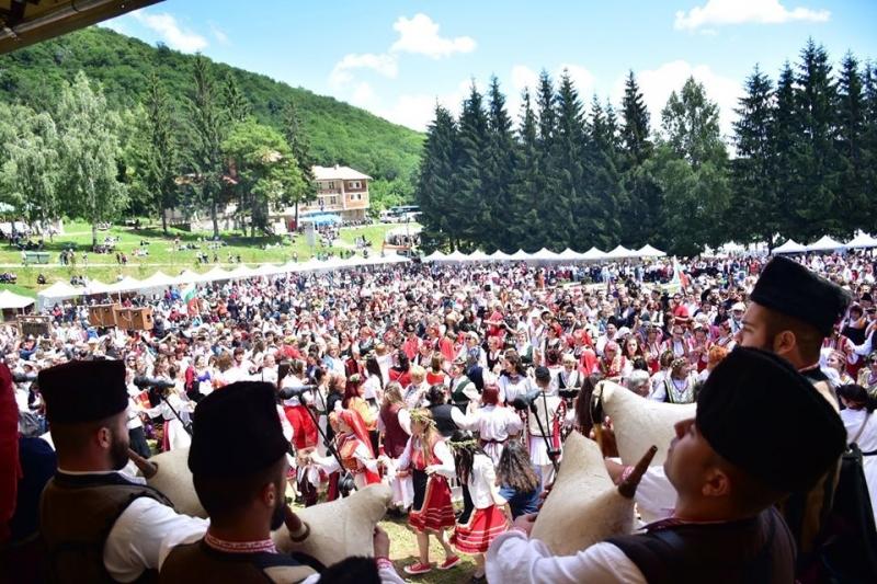 """Отлагат за догодина фолклорния събор """"Леденика"""" във Враца"""