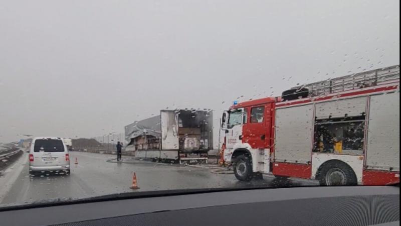 Камион се запали на Околовръстното на София, съобщи NOVA. Инцидентът