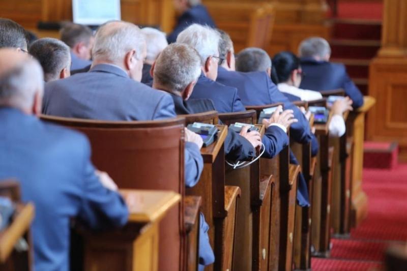 Днес се откривановата сесия на Народното събрание. В началото на