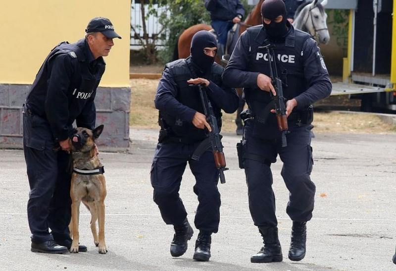 Стотици полицаи ще бъдат на крак в цялата страна за