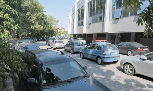Снимка: Край на авантата: Паркингът около стадион Васил Левски става платен