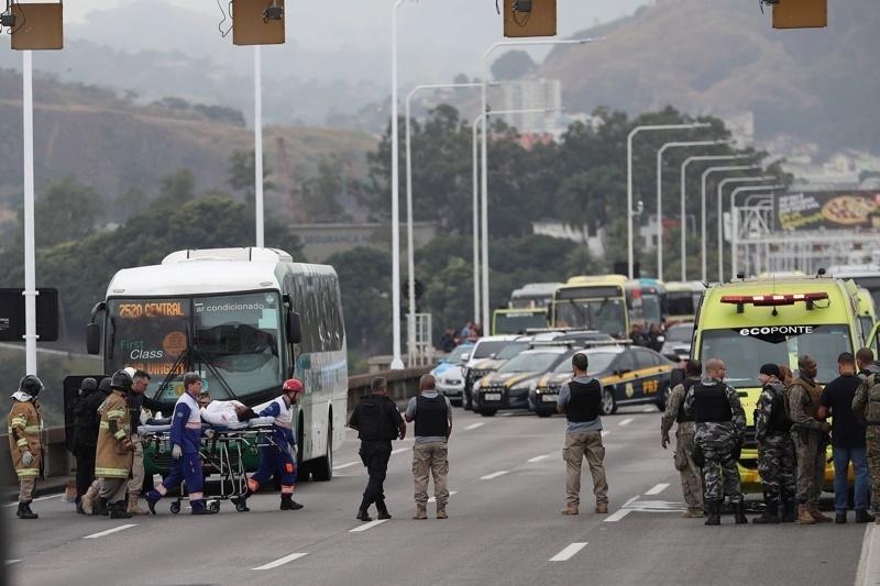 Въоръженият мъж, който взе като заложници пътници в автобус, в