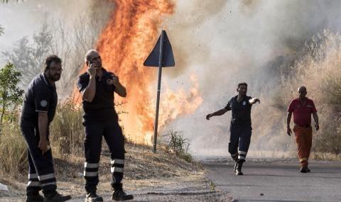 Снимка: Голям пожар бушува в Италия