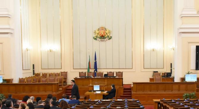Последните две седмици преди местните избори на 27 октомври депутатите
