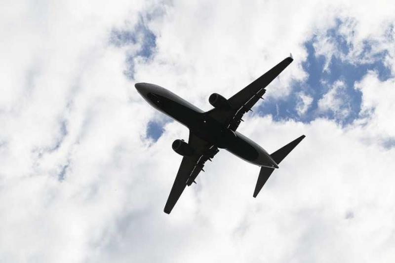 Пътнически самолет с повече от 50 души на борда е