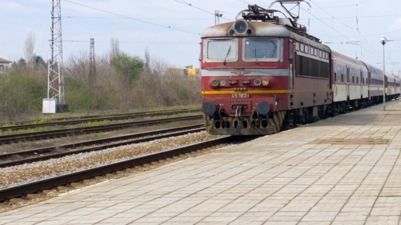 Възрастен мъж е бил принуден да слезе между жп гара