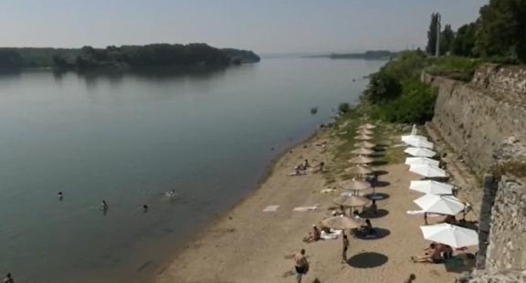 В 40-градусовите жеги брегът на Дунав се напълни с търсещи