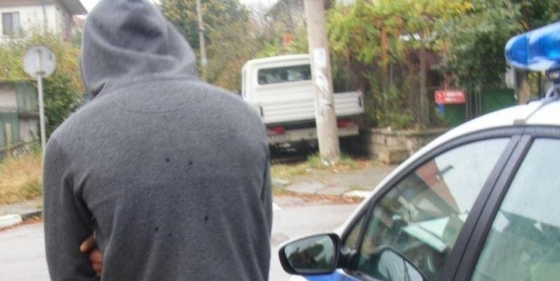 Полицията е заловила непълнолетен шофьор да кара кола в Роман,