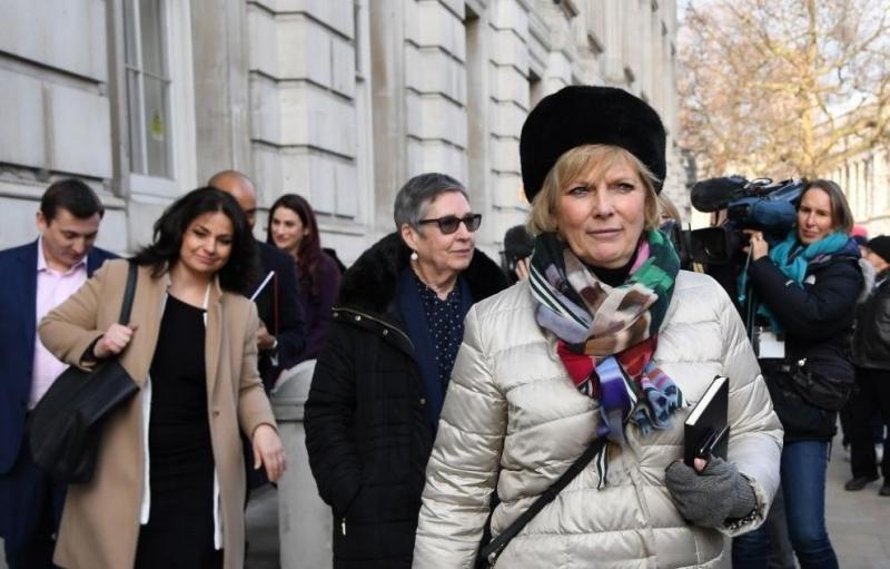 Трима проевропейски депутати от британската Камара на общинитенапуснаха парламентарната групана