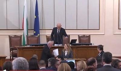 Народното събрание току-що освободи Валери Симеонов и избра Марияна Николова