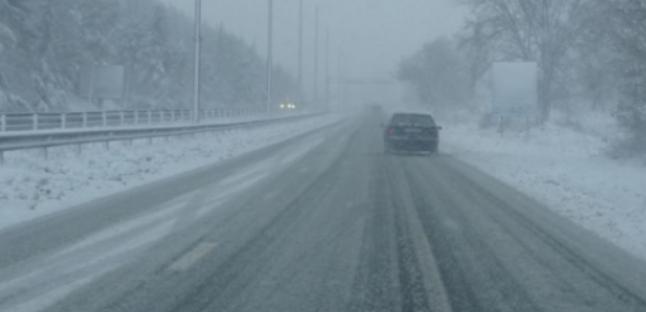 Усложнена пътна обстановка в страната заради снега. В този час