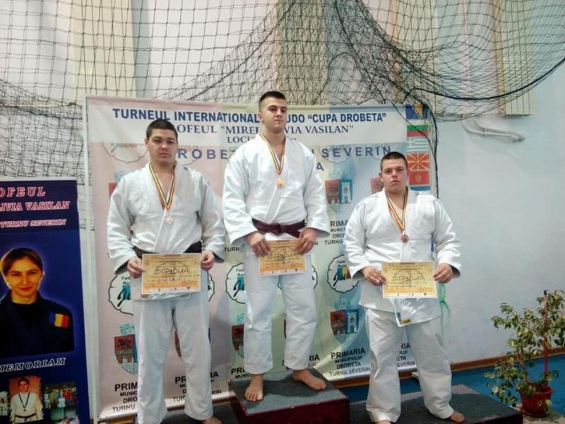 Видинският клуб по борба, самбо и джудо участва вМеждународния турнир