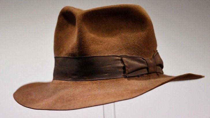 Емблематичната шапка на Индиана Джоунс беше продадена на аукцион в