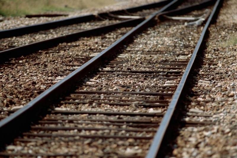 Влак удари товарен автомобил на жп прелезв района на радневското