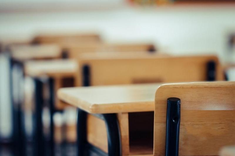 От днес в класните стаи се връщат учениците отшести, седми,