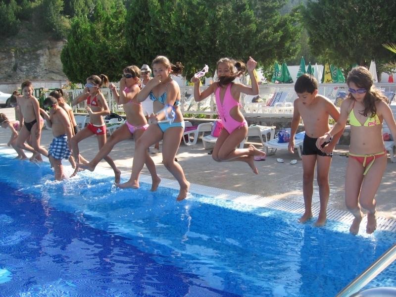 За 22-а поредна година Община Мездра организира през лятната ваканция