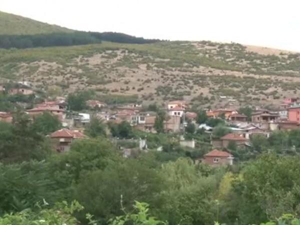 Въпреки, че родителите в сливенското село Сотиря заплашиха, че няма