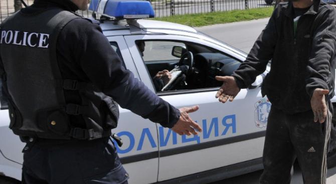 Мъж е нападнал полицайка и е скъсал съставения му акт