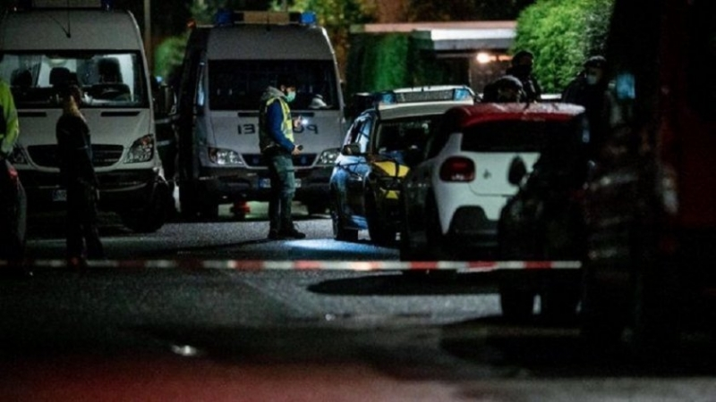 Въоръжен с пистолет мъж открил безразборна стрелба късно снощи по