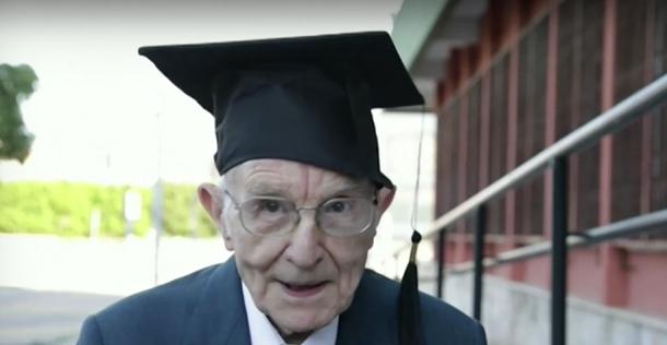 96-годишен мъж стана най-възрастният абсолвент в Италия. Джузепе от Палермо
