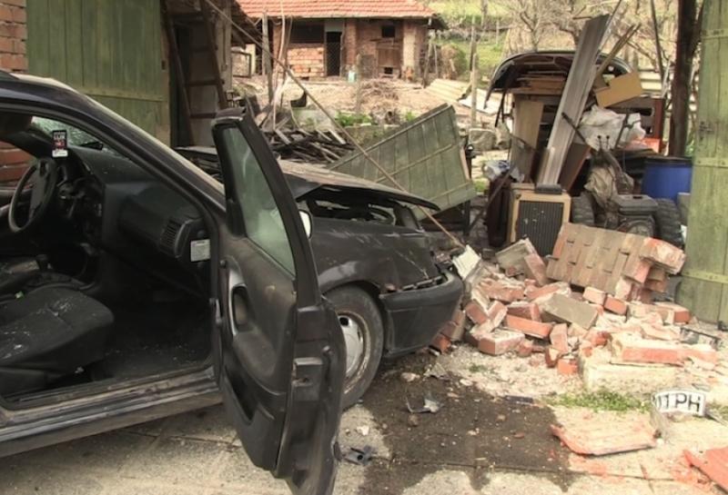 Шофьор е катастрофирал при бягство от полицейска проверка, съобщиха от