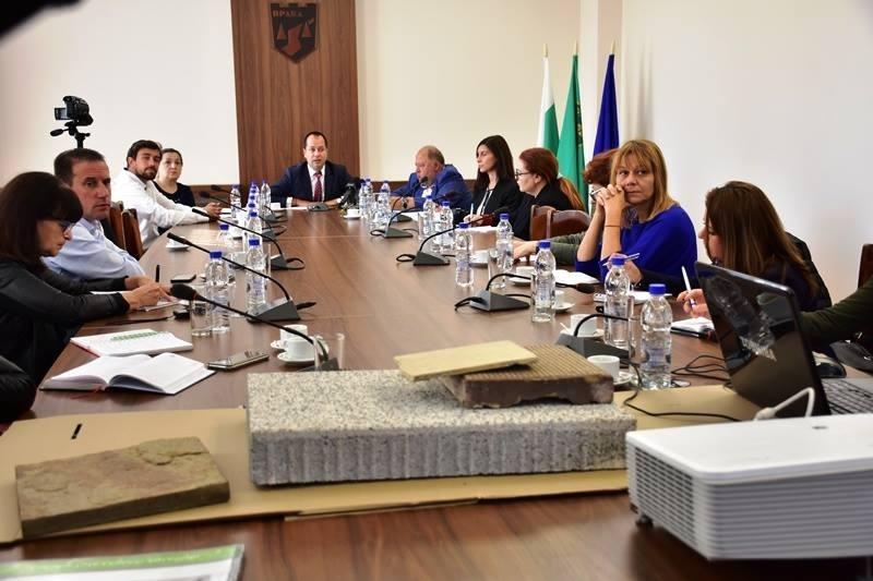 На тайна пресконференция вчера кметът на Враца Калин Каменов призна,