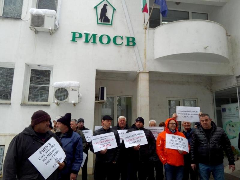 Жители на двете села Мало и Голямо Пещенеизлязоха на мълчалив