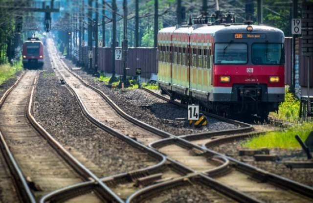 Пет души загинаха тази нощ, след като влак удари лека