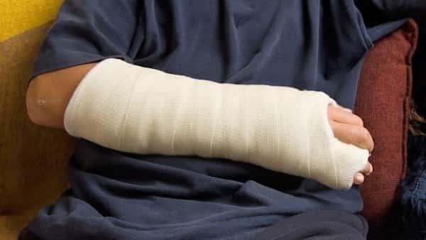 Хроники от Северозапада! Мъж е със счупена ръка след скандал във Врачанско