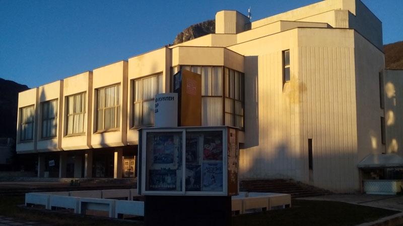 Една от най-големите сгради във Враца - тази на Драматично-кукления