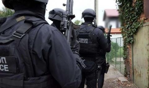 Закопчаха столични ченгета при акция срещу наркогрупа