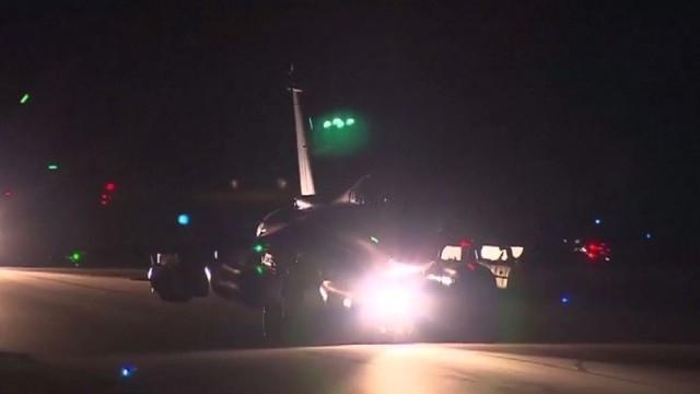 САЩ, Франция и Великобритания извършиха въздушни удари по Сирия, предава