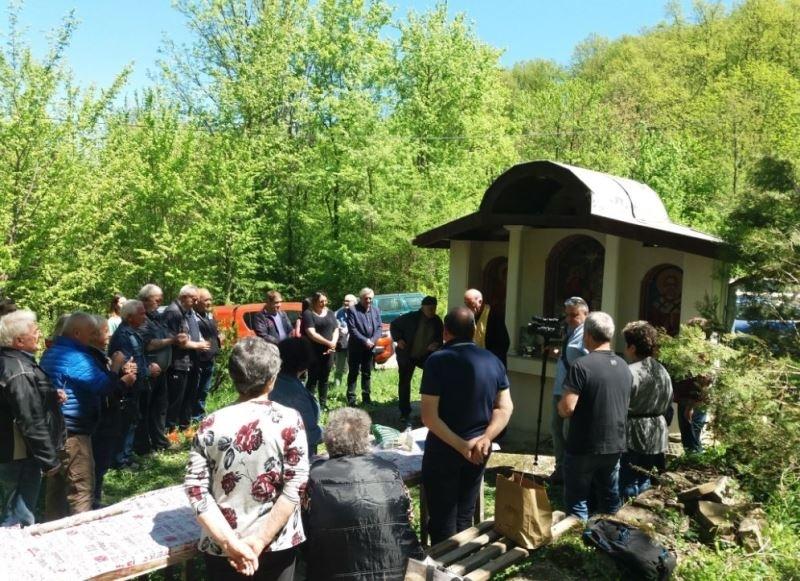 Множество жители и гости на мездренското село Типченица се събраха
