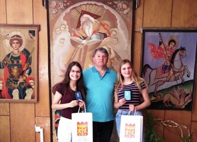 Кметът на Община Чипровци Пламен Петков връчи благодарствени адреси по