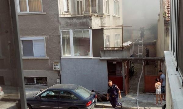 """Пожар избухна днес в центъра на Варна, съобщи """"Фокус"""". При"""
