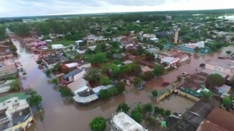 Тежки наводнения в Аржентина – над 3 хиляди души бяха