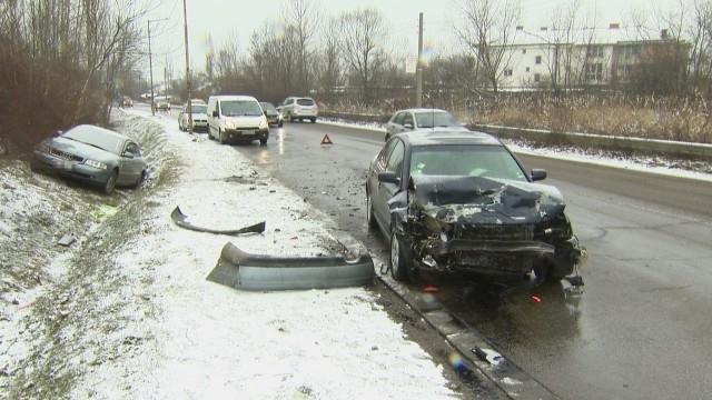 Кръв на пътя! Четирима пострадаха при сблъсък между две коли на Е-79 между Монтана и Видин