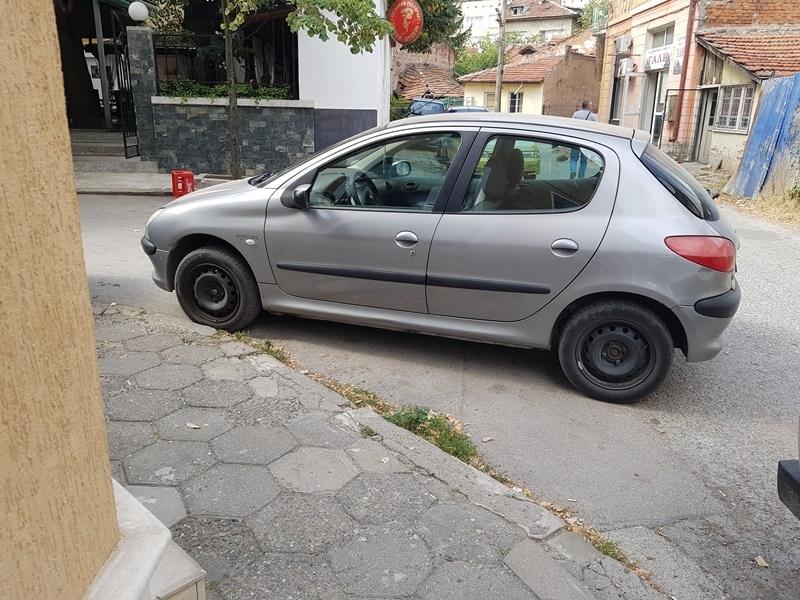 Враца си има нов шампион по нагло паркиране. Това показва