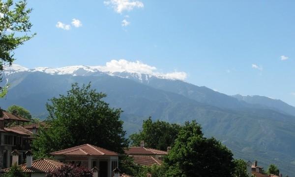 Гръцкатаспасителна служба проведе мащабнаоперациязаспасяванена25-годишен българинв планинатаОлимпвчера следобед. Той беше открит