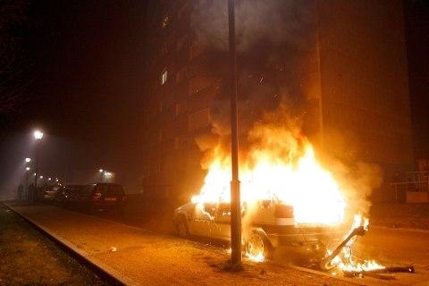 Огнена вендета! Кола изгоря като факла във Видин