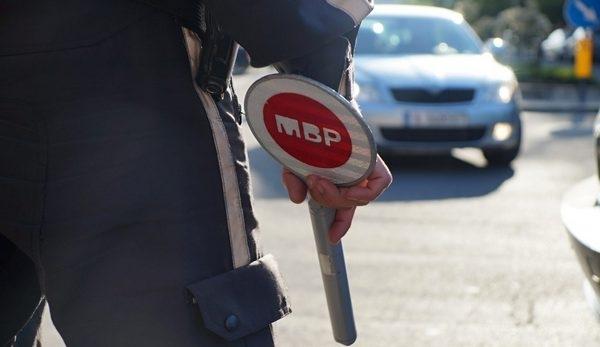 Полицаи хванали неправоспособен младеж зад волана на нередовна кола във
