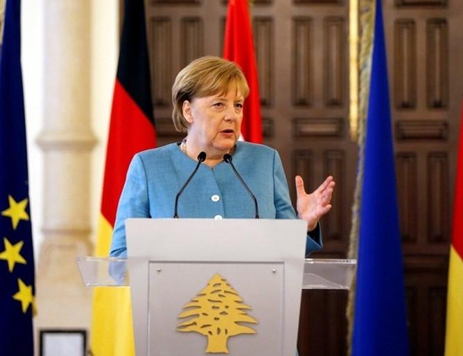 Двама от всеки петима германци искат канцлерката Ангела Меркел да